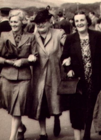 Isabella Macartney with daughter Chrissie Abercrombie and daughter-in-law Essie Macartney c.1945.