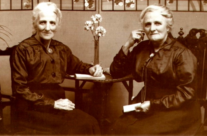 Studio photo Christina Baxter née Weir (right) and possibly a sister.